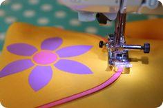 LaRaLiL: DIY - lomme med fladt pipingbånd