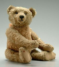 Button eye, hump back teddy bear, possibly Steiff