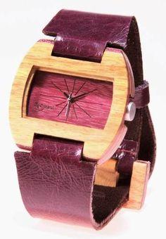 Reloj de Pulso en madera marca Maguaco RM001. Maderas: Guayacán Hobo y Nazareno. $170.000 COP