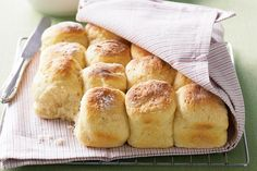 Sunday is the perfect day for scones, and this recipe provides you with some great sweet and savoury variations. The best scones I have ever baked ! Buttermilk Scone Recipe, Buttermilk Biscuits, Avocado Recipes, Bread Baking, Food Network Recipes, Seafood Recipes, Macarons, Baking Recipes, Scone Recipes