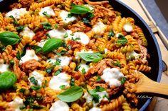 Zapiekanka mięsno-makaronowa z patelni FIT - Just Be Fit Be Strong! Paella, Risotto, Ethnic Recipes, Fitness, Food, Ps, Essen, Meals, Yemek