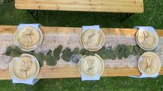 Bridal Party Tables, Wedding Table Centerpieces, Diy Wedding Decorations, Table Decorations, Holiday Decorations, Palm Leaf Plates, Wedding Plates, Wedding Table Settings, Eco Friendly