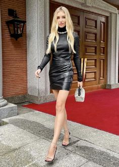 Sexy Skirt, Dress Skirt, Leather Dresses, Leather Skirt, Hot Outfits, Fall Outfits, Beautiful Women Pictures, Leather Fashion, Clubwear
