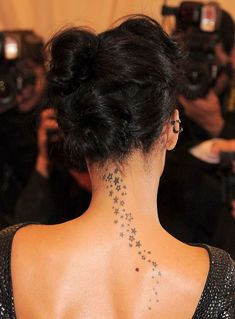 From what I have seen, neck is the favorite position that can emit the seductive power of the woman and quite subtle for tattoo. Understanding this strength, Rihanna chose a cluster of tattoos along her nape neck that extended down her back. When combined with wide cut back dresses, this cool girl tatoo on the back and neck ideas will unintentionally help you look more special.