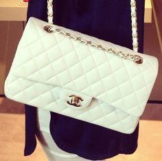 White CoCo Chanel Purse. Perfect condition asking 1200.00. Call 602-301-2323 (Phoenix )