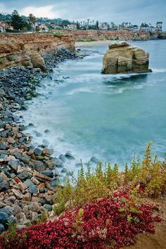 San Diego Rocky Cliffs (travel, wanderlust, sunshine state, summer, coast, places to live)