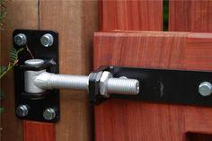 Scharnieren voor houten poorten
