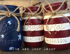 American Flag Chalk Painted Mason Jars by on Etsy Mason Jar Projects, Mason Jar Crafts, Mason Jar Diy, Bottle Crafts, Chalk Paint Mason Jars, Painted Jars, Hand Painted, Painting Mason Jars, Patriotic Crafts