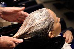 (врач-специалист по волосам) Недавно нашла этот рецепт в интернете, прочла и сразу же в аптеку! В тот же день и попробовала. ДЕВОЧКИ! РЕЗУЛЬТАТ ПРОСТО ОБАЛДЕННЫЙ! Волосы прямо как в рекламном ролике )))) Очень красиво!!!! Рецепт несложный, все можно купить влюбой аптеке. Берём 1,5-2 ст. л. кондиционера для волос (или бальзама), не самого дорогого, лучше даже […]