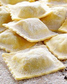 Recipe for ravioli dough – delizioso! - All Recipes Pumpkin Pasta Sauce, Pumpkin Ravioli, Ravioli Sauce, Vegan Ravioli, Spinach Ravioli, Cheese Ravioli, Crockpot Recipes, Snack Recipes, Pasta Casera