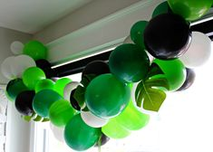Wild One Jungle Party How to make a balloon garland. Wild one jungle birthday party. How to make a balloon garland. Wild one jungle birthday party. Monkey Birthday Parties, Jungle Theme Birthday, Jungle Theme Parties, 1st Birthday Party Decorations, Wild One Birthday Party, Safari Birthday Party, Jungle Party Decorations, Birthday Ideas, Harry Birthday