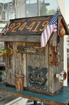 Steampunk mailbox - love the plate idea Country Mailbox, Old Mailbox, Unique Mailboxes, Funny Mailboxes, Wood Projects, Projects To Try, Bird House Plans, Birdhouse Designs, Bird Houses Diy