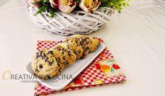 """Cookies con gocce di cioccolato all'americana     Share  Tweet  Share  Print Cookies con gocce di cioccolato all'americana ricetta di Creativaincucina  I cookies sono biscotti provenienti dall'America e si dice che furono inventati da Ruth Graves Wakefield negli anni '30, infatti quando si dice """" Cookies """" si pensa all'America, anche se in questi .. Leggi la ricetta ► https://www.creativaincucina.it/2016/09/30/cookies-con-gocce-di-cioccolato-allamericana/"""