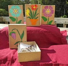 'Hand Painted Gift Box' is going up for auction at 11am Fri, Aug 9 with a starting bid of $5.