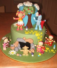 'in The Night Garden' Cake. This design is not mine. But I have no idea whose it is, haha. I took some ideas from another night. Garden Birthday Cake, 3rd Birthday Cakes, Girl 2nd Birthday, Birthday Ideas, Big Cakes, Just Cakes, Kid Cupcakes, Garden Cakes, Novelty Cakes