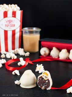 Bacio bianco al fondente con cuore al caramello salato e pop corn caramellati _ Praline white, dark heart with salted caramel and caramel popcorn