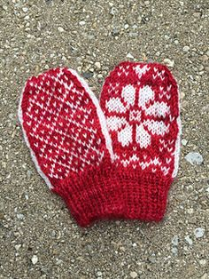 Keep the flowers blooming all year with the Baby Daisy mitten! This thumbless baby mitten is quickly knit in the round from the cuff up. FIngering or light baby yarn works best for the smallest size mitten.