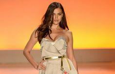 Irina Shayk, namorada de Cristiano Ronaldo abriu o desfile da Triton. Conheça a coleção feminina da grife>> http://noticiasdemoda.com.br/desfiles-fashion-show/item/368-triton-ver%C3%A3o-2015-cole%C3%A7%C3%A3o-feminina.html