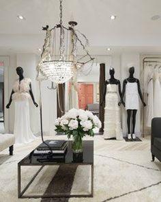 A marca J. Crew abriu a sua primeira loja de noivas em NY!!! Ela oferece vestidos e acessórios para noivas (sapato, bolsas, jóias, véus), madrinhas, mães e convidadas. Os preços variam de US$ 250 a US$ 3.500. E no site vocês também podem encontrar vestidos de noiva, de dama de honra, dicas de roupas para …