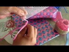BILLETERA TEJIDA A CROCHET SOBRE MALLA PLASTICA - YouTube
