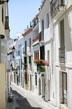 Narrow Street in Sitges Spain | photography by http://danielleaquilinephotography.com/
