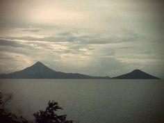 Volcan Momotombo y Momotombito, Nicaragua.