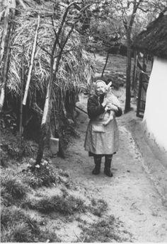 A jószág volt az aranya a népnek. Folk Dance, Central Europe, Long Time Ago, Hungary, White Photography, Romania, Old Photos, Austria, The Past