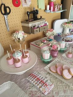 My daughter's 6th sewing/fashion show theme birthday table - detail by Lima Limão