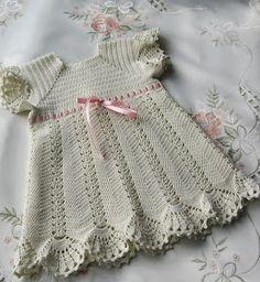 Crochet Designs Free: Beautiful delicate and beautiful crochet dress. I loved it, you like it? Crochet Girls Dress Pattern, Baby Dress Patterns, Baby Girl Crochet, Crochet Baby Clothes, Crochet Patterns, Crochet Hats, Crochet Designs, Knit Hats, Crochet Dresses