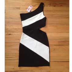 BLACK & WHITE CUTOUT DRESS BLACK & WHITE CUTOUT DRESS ✖️ SIZE SMALL ✖️ NEVER WORN ✖️ NO TRADES Love Culture Dresses