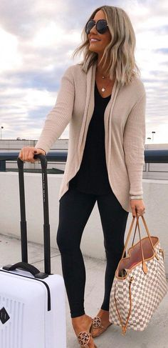 10 Perfect Fall Outfits To Try Now - Leggings Black - Ideas of Leggings Black - Neutral Cardigan and Black Leggings Travel Ideas Travel Packing Travel OOTD Packing Ideas Travel Looks Vacation Outfit Ideas Mode Outfits, Fashion Outfits, Womens Fashion, Cardigan Outfits, Black Cardigan Outfit, Black Leggings Outfit Summer, Grey Jeans Outfit, Summer Cardigan, Beige Cardigan