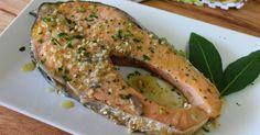 Este salmón es un plato ideal para cuando no se tiene demasiado tiempo para cocinar y quieren comer un buen plato de pescado.     El ...