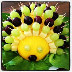 cheesy hedgehog Käseigel # Food and Drink art creative Fruit Decorations, Food Decoration, Party Finger Foods, Snacks Für Party, Food Art For Kids, Party Buffet, Veggie Tray, Edible Arrangements, Food Platters