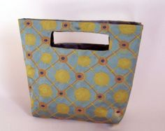 Duct Tape No-Sew Tote - Another one that would need to be done in a program format. This craft seems awesome!