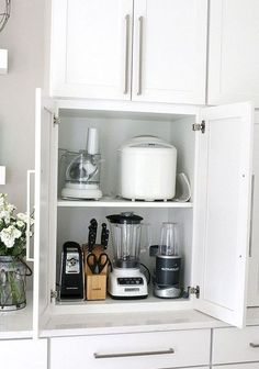 The Most Amazing Kitchen Cabinet Organization Ideas! The best Kitchen Cabinet Organization Ideas! This Modern Farmhouse White Kitchen is full of clever ways to organize cabinets. Home organizing inspiration. - White N Black Kitchen Cabinets Farmhouse Kitchen Cabinets, Modern Kitchen Cabinets, Farmhouse Style Kitchen, Modern Farmhouse Kitchens, New Kitchen, Cool Kitchens, Awesome Kitchen, Smart Kitchen, Cheap Kitchen
