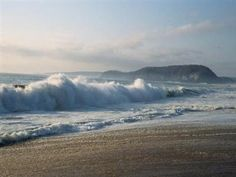 Read these short Christian devotions inspired by God's beautiful creation—the beach. Based on the book Devotions for the Beach by Miriam Drennan. Ocean Quotes, Beach Quotes, Ocean Beach, Ocean Waves, Photos Bff, Family Beach Pictures, Christian Devotions, Tumblr, Christian Inspiration