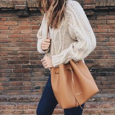 cream colored sweater w/ a leather bucket bag | skirttheceiling