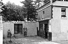 """""""Hole in the Wall"""", Phoenix Park, Dublin City, Co. Dublin Pubs, Dublin Street, Dublin City, Dublin Ireland, Ireland Pictures, Old Pictures, Old Photos, French Collection, Best Pubs"""