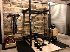 44 Amazing Home Gym Room Design Ideas Home Gym Basement, Home Gym Garage, Diy Home Gym, Home Gym Decor, Gym Room At Home, Workout Room Home, Workout Rooms, Crossfit Garage Gym, Basement Stairs