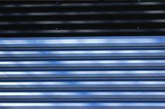 Gard metalic mixt din panouri alb-negru Blinds, Curtains, Metal, Home Decor, Decoration Home, Room Decor, Shades Blinds, Blind, Metals