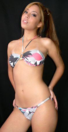 Os biquínis Rosa dos Ventos são da coleção 2.012. Com bojo Lycra Light e metais, disponíveis para venda na loja virtual www.biquinis.tv   de R$24,90 aR$ 39,90 Atacado, varejo, sem quantidade mínima. Você pode comprar apenas um ou centenas deles para revender. Fotos Marinho Guzman