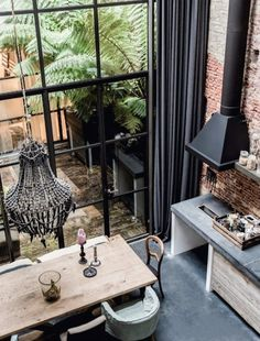 TREND - VINTAGE GARDEN House Tour   A converted warehouse in Amsterdam