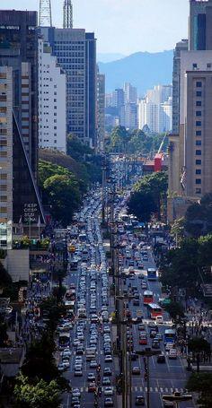 #Viagem. Avenida Paulista ~ São Paulo, Brasil | Flickr - Photo by Eli K Hayasaka