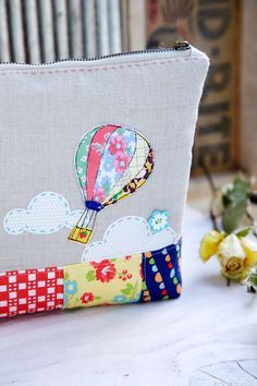 Mink I'm Work Table - 'sew' inspiring hot air balloon pouch! Freehand Machine Embroidery, Free Motion Embroidery, Free Machine Embroidery, Sewing Tutorials, Sewing Crafts, Sewing Projects, Fabric Bags, Fabric Scraps, Quilted Bag