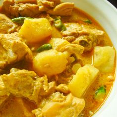 Chicken: Yellow Curry with Chicken @keyingredient #chicken #tomatoes #casserole