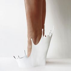 Spectacular Splashing Footwear - These Cry Baby Shoes Reference the Puddles of Tears of a Woman - Sebastian Errazuriz - from his 12 Shoes for 12 Lovers Series Funky Shoes, Crazy Shoes, Me Too Shoes, Weird Shoes, Cry Baby, 3d Fashion, Fashion Shoes, Fashion News, Style Fashion