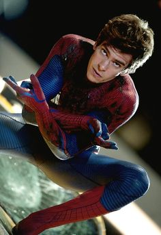 The world needed a remake of Spiderman because Tobey Maguire is not Andrew Garfield. Spiderman Movie, Amazing Spiderman, Comic Movies, Marvel Movies, Marvel Heroes, Marvel Dc, Tom Holland, Andrew Garfield Spiderman, Garfield Wallpaper