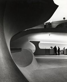 TWA Terminal, New York International (now John F. Kennedy International) Airport, New York, circa 1962. Photographer Balthazar Korab