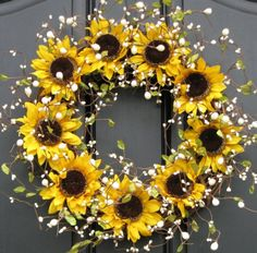 Best Ideas To Create Fall Wreaths Diy 115 Handy Inspirations similar to Sunflower Wreaths - Berry Wreath - Fall Decor - Front Door Originals - Burlap Bows - Country Chic on EtsySunflower Wreath Berry Wreath Summer Wreath Would be cute with g Diy Fall Wreath, Wreath Crafts, Fall Wreaths, Summer Wreath, Mesh Wreaths, Wreath Ideas, Couronne Diy, Deco Originale, Berry Wreath