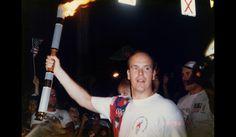 Il est le plus olympique des princes. Albert II a participé en bobsleigh à cinq éditions des JO : Calgary, en 1988, Albertville, en 1992, Lillehammer, en 1994, Nagano, en 1998 et Salt Lake City, en 2002. Il est également membre du CIO depuis 1985. Sa femme, la princesse Charlène, a participé aux JO de Sydney, en 2000, et ils ont été vus ensemble pour la première fois aux Jeux de Turin, en 2006… L'an dernier, ils ont même légèrement décalé la date de leur mariage pour pouvoir assister à une…